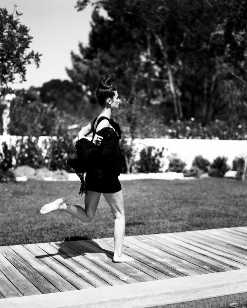 filmandfriends, manon, Zimmermann, black and white, natural light, pool